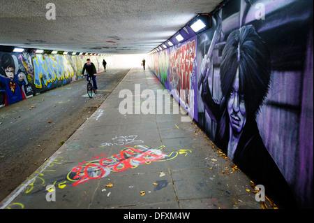 L'acteur Choi Min Graffiti représentant-sik que Oh Dae-su est le film 2003, Aicha peint sur un passage inférieur Banque D'Images