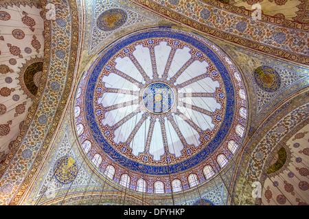 L'intérieur d'ornement de la Mosquée Bleue (Sultanahmet Camii), Istanbul, Turquie Banque D'Images