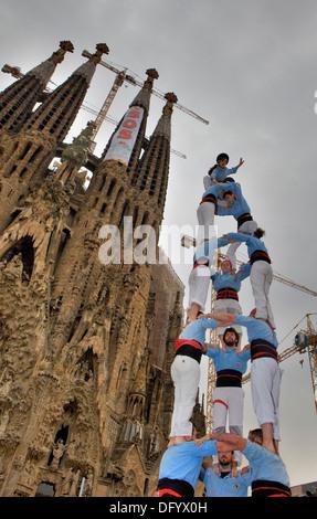 Castellers de Poble-sec.'Castellers' les capacités humaines, une tradition catalane. Barcelone, Espagne Banque D'Images