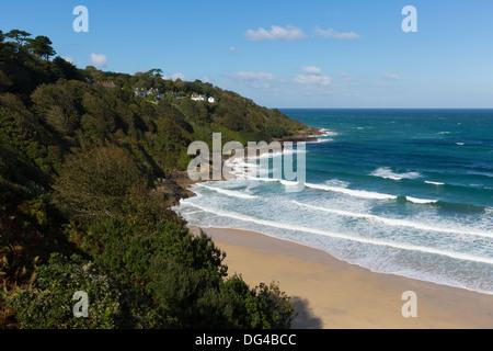 Carbis Bay Beach près de St Ives Cornwall England uk et sur le South West Coast Path avec ciel bleu sur une belle Banque D'Images
