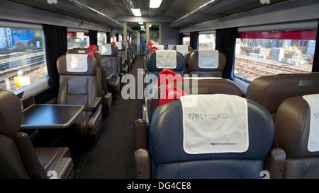 Transport de première classe vide et des sièges sur un grand train de l'Ouest Londres Angleterre Royaume-uni KATHY Banque D'Images
