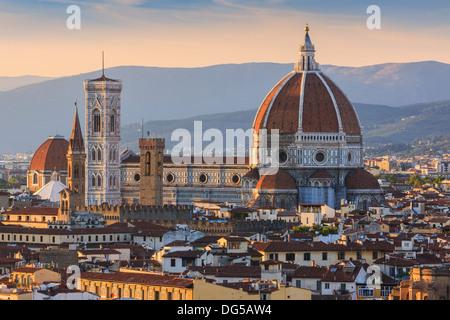 La basilique de Santa Maria del Fiore (Basilique de Sainte Marie de la fleur) est la principale église de Florence Banque D'Images