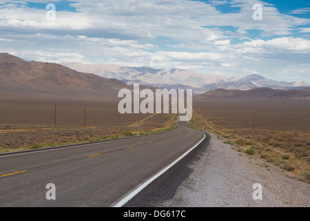 La Route 50 - la route plus solitaire en Amérique, Nevada Banque D'Images