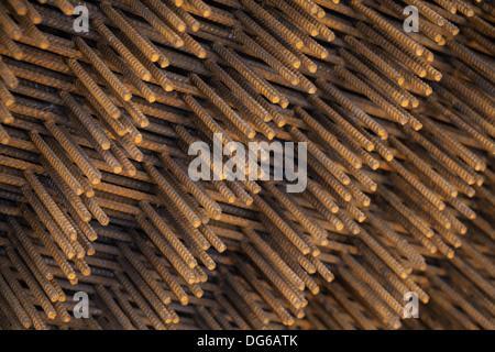 Pile d'éléments de construction en acier rouillé Banque D'Images
