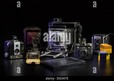 Collection d'appareils photo anciens et de films 35 mm. Banque D'Images