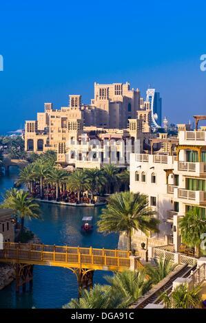Canaux de la Madinat Jumeirah resort hôtel complexe, Dubaï, Émirats Arabes Unis Banque D'Images