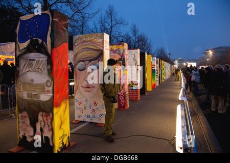 Le grand domino au cours des célébrations du 20e anniversaire de la chute du mur de Berlin, Berlin, Germany, Europe Banque D'Images