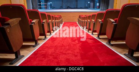 Sièges rouge dans un théâtre et d'opéra