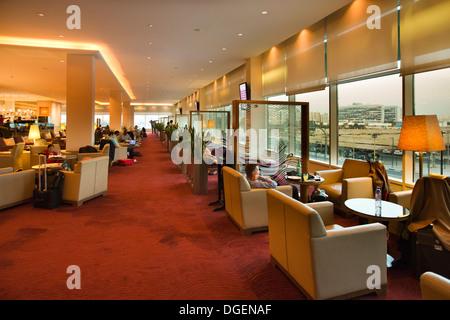 Le Qatar, EMIRATS ARABES UNIS. L'aéroport de Doha, les passagers en classe affaires détente prime Terminal