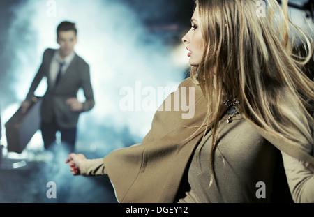Scène de rupture de deux jeunes amants Banque D'Images