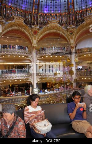 France, Europe, Français, Paris, 9ème arrondissement, Boulevard Haussmann, Galeries Lafayette, grand magasin, shopping Banque D'Images