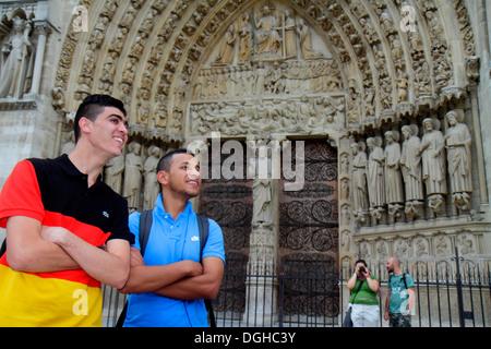 Paris France Europe 4ème arrondissement français l'Île de la Cité, Place Jean-Paul II Notre Dame homme extérieur Banque D'Images