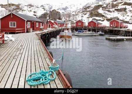 Petit port avec des cabanes de pêcheurs en hiver, UN, Lofoten, Nordland, Norvège du Nord, Norvège Banque D'Images