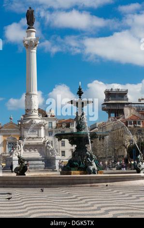 Fontaine sur la place Rossio, Lisbonne, Portugal Banque D'Images