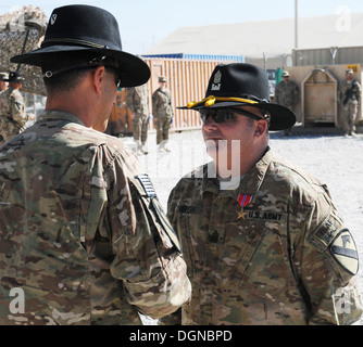 """La province de Parwan, Afghanistan - U.S. Army Command Sgt. Le major Philip Chepenik, puis sergent-major de commandement de la 2e Brigade """"Spartan"""""""