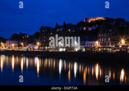 Avec l'Oban et la Tour McCaig promenade de nuit, Argyll, Scotland, Royaume-Uni, Europe Banque D'Images