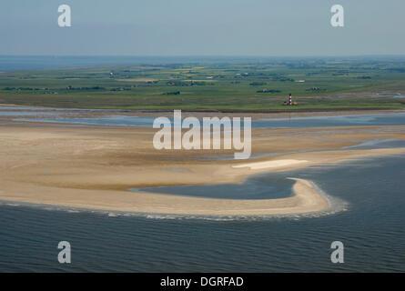 Vue sur le phare de westerhever westerhever avec une barrière au large plage, banc de sable, et l'arrière-pays de Banque D'Images