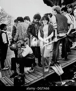 Les jeunes à la Leipzig Messe petit salon, vers 1982, Leipzig, Saxe, RDA, l'Allemagne, l'Europe Banque D'Images