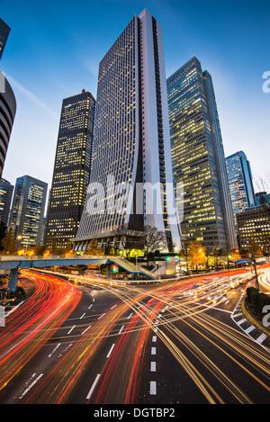 Tokyo, Japon paysage urbain au quartier financier de Shinjuku. Banque D'Images