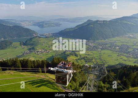 CabriO Bahn, le premier téléphérique avec un pont supérieur, allant jusqu'Stanserhorn Mountain, Stans, Suisse, Europe Banque D'Images