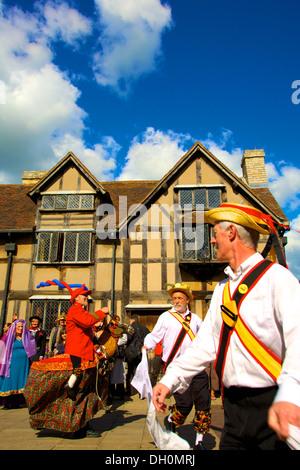 Morris Dancing, Stratford upon Avon, Warwickshire, Angleterre Banque D'Images