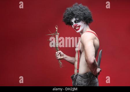 Evil Clown effrayant Portrait sur fond rouge