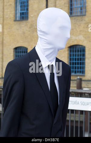 London Comic Con 2013 homme masqué dans un costume d'affaires Banque D'Images