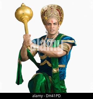 Portrait of a young man dressed-up que Bhima et tenant une mace