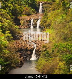 Chutes d'Umauma étagée triple sur la grande île d'Hawaï