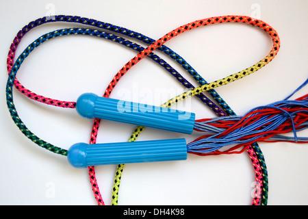 Multi-couleur lumineux du saut à la corde pour les enfants sports Banque D'Images