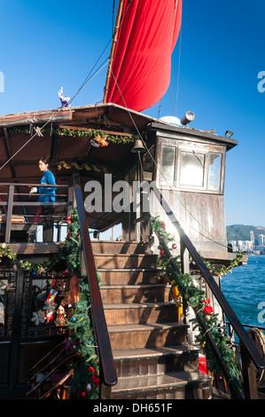 Bord d'un bateau jonque traditionnelle à Hong Kong. Banque D'Images
