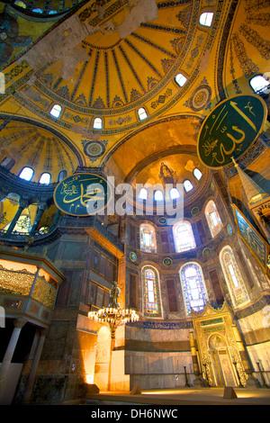 L'intérieur de Sainte-Sophie, de la mosquée Sainte-Sophie (), l'église de la Sainte Sagesse, Istanbul, Turquie Banque D'Images