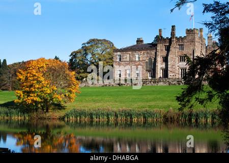 Ripley Castle à l'automne de la façon Nidderdale Ripley North Yorkshire Angleterre Banque D'Images