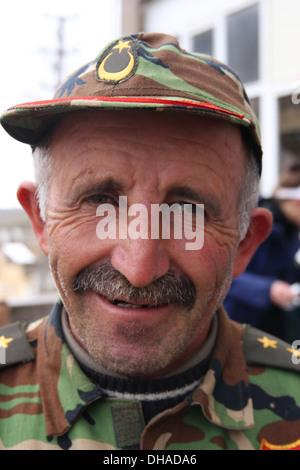 L'homme musulman traditionnel à Istanbul, Turquie, portant un uniforme de l'armée Banque D'Images