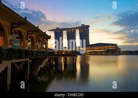 Dawn par le Fullerton Bay Hotel, Singapore.