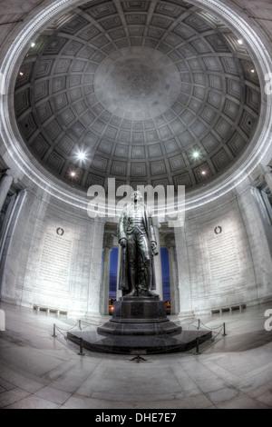 La statue de Thomas Jefferson se dresse dans le dôme intérieur de la théorie néoclassique Thomas Jefferson Memorial Banque D'Images