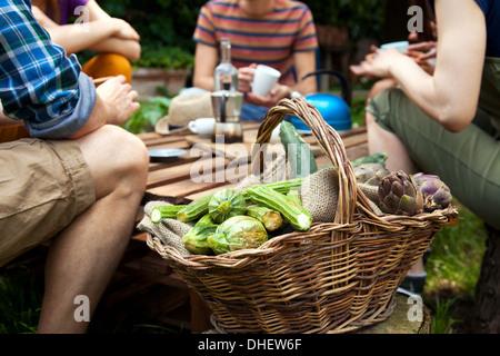 Panier de légumes frais Banque D'Images