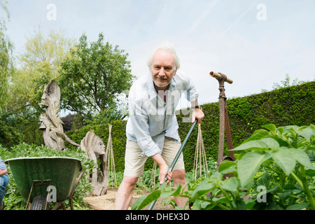 Man gardening Banque D'Images