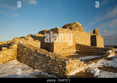 Église à Gran Quivira (vers 1600) et la neige, Salinas Pueblo Missions National Monument, New Mexico USA Banque D'Images