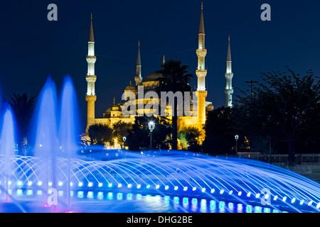 Fontaine et de la Mosquée Bleue, Istanbul, Turquie Banque D'Images