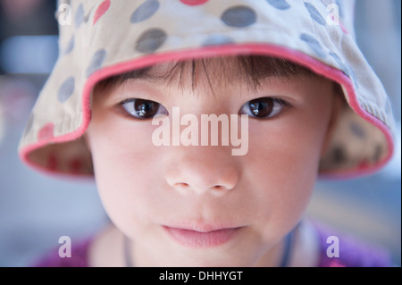 Portrait of Girl wearing spotty Beanie Hat Banque D'Images