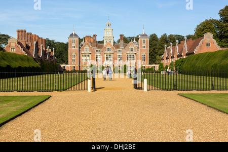 Blickling Hall, Norfolk, Angleterre, RU prises à partir de la voie publique Banque D'Images