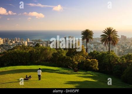 USA, Hawaii, Oahu, Honolulu Skyline et le Cratère de Diamond Head, à partir de la Puu Ualakaa State Park Banque D'Images