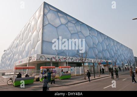 Centre national de natation de Pékin communément connu sous le nom de Cube de l'eau Banque D'Images