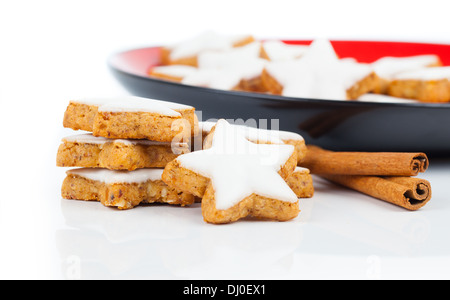 Cannelle noël star cookies isolated on white Banque D'Images