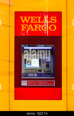 La Wells Fargo Bank machine ATM, USA Banque D'Images