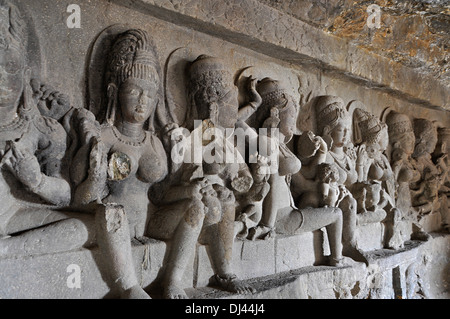 Cave 21: Saptamatrikas ou les sept mères. Les grottes d'Ellora, Aurangabad, Maharashtra, Inde Banque D'Images