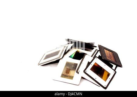 Pile de diapositives avec des frontières en plastique noir et blanc Banque D'Images