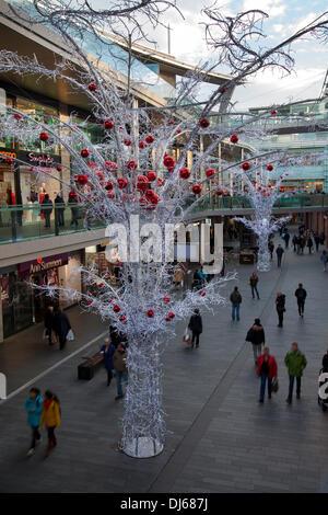 Liverpool, Merseyside, UK 21 Novembre, 2013. Boutiques de Noël et les acheteurs et de marchandises de Noël à Liverpool, Banque D'Images