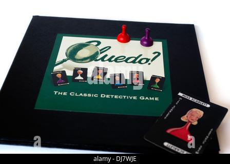 Close-up de l'office et certains des morceaux de l'Cluedo jeu de mystère de meurtre